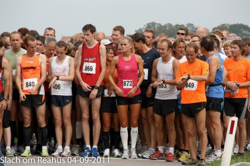 De start, met Jessica Oosterloo (winares 9km) Siep Nota (winnaar 6km)